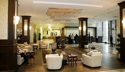 Traieste experienta unui <b>Revelion de Lux</b> la <b>Hotel Ramada Resort AquaWorld 4* SUPERIOR</b> la un pret special! Cu un <b>voucher de 49 RON</b> vei plati la agentie <b>doar 3381 RON</b> in loc de 3992 RON (reducere 611 RON). <b>Sejur 3 nopti</b> (4 zile) pentru 2 persoane in camera dubla, <b>multiple facilitati premium incluse</b>. Copii sub 7 ani gratuit. Oferta limitata!, Poza 3