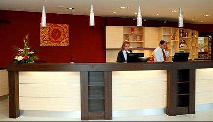 Hai la shopping in Austria! Sejur 4 nopti la <b>Hotel Delta 3* - Viena</b>, cu mic dejun inclus, cazare in camera dubla. <b>OFERTA SPECIALA</b>: cu un Voucher Slabute de 40 RON beneficiezi de <b>400 RON (96 EURO) reducere, astfel vei plati numai 129 EURO/persoana</b> in loc de 225 EURO. Stai 4 nopti si platesti numai pentru 3. Oferta limitata!, Poza 3