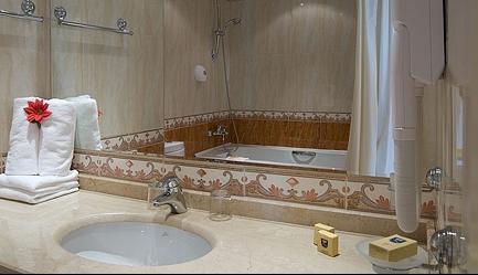 Vacanta de vis si relax total la <b>Duni Royal Resort - Hotel Marina Beach 5*</b>! Cumpara <b>voucherul de 22 ron</b> si <b>platesti doar 429 euro/persoana in camera dubla</b> in loc de 484 euro, pentru <b>un sejur de 7 nopti, all inclusive</b>. Copii sub 13 ani gratuit!, Poza 3