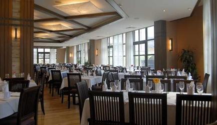 Petrece <b>revelionul in Bulgaria</b> la ski - statiunea Bansko, <b>Hotel Lion 4*</b>! Cumpara <b>voucherul de 30 ron</b> si <b>platesti doar 285 euro/persoana in camera dubla</b> in loc de 360 euro, pentru <b>un sejur de 5 nopti, cu demipensiune + cina festiva</b>. Copii sub 2 ani gratuit!, Poza 3