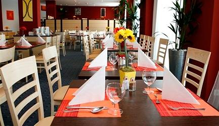 Hai la shopping in Austria! Sejur 4 nopti la <b>Hotel Delta 3* - Viena</b>, cu mic dejun inclus, cazare in camera dubla. <b>OFERTA SPECIALA</b>: cu un Voucher Slabute de 40 RON beneficiezi de <b>400 RON (96 EURO) reducere, astfel vei plati numai 129 EURO/persoana</b> in loc de 225 EURO. Stai 4 nopti si platesti numai pentru 3. Oferta limitata!, Poza 5