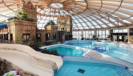 Traieste experienta unui <b>Revelion de Lux</b> la <b>Hotel Ramada Resort AquaWorld 4* SUPERIOR</b> la un pret special! Cu un <b>voucher de 49 RON</b> vei plati la agentie <b>doar 3381 RON</b> in loc de 3992 RON (reducere 611 RON). <b>Sejur 3 nopti</b> (4 zile) pentru 2 persoane in camera dubla, <b>multiple facilitati premium incluse</b>. Copii sub 7 ani gratuit. Oferta limitata!, Poza 6