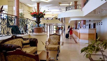 Vacanta in <b>Duni Royal Resort - Hotel BelleVille 4*</b>! Cumpara <b>voucherul de 25 ron</b> si <b>platesti doar 270 euro/persoana in camera dubla</b> in loc de 330 euro, pentru <b>un sejur de 5 nopti, all inclusive</b>. Copii sub 13 ani gratuit!, Poza 6